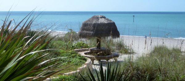 Náufragos Tiki Hut / Mesa de picnic